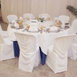 Sillas y mesas vestidas